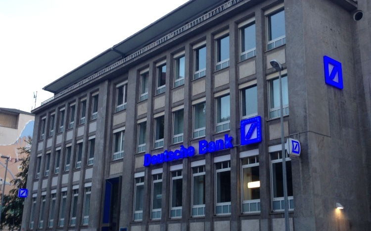UPDATE 2-Deutsche Bank to axe investment bankers in up to $5.6 bln revamp