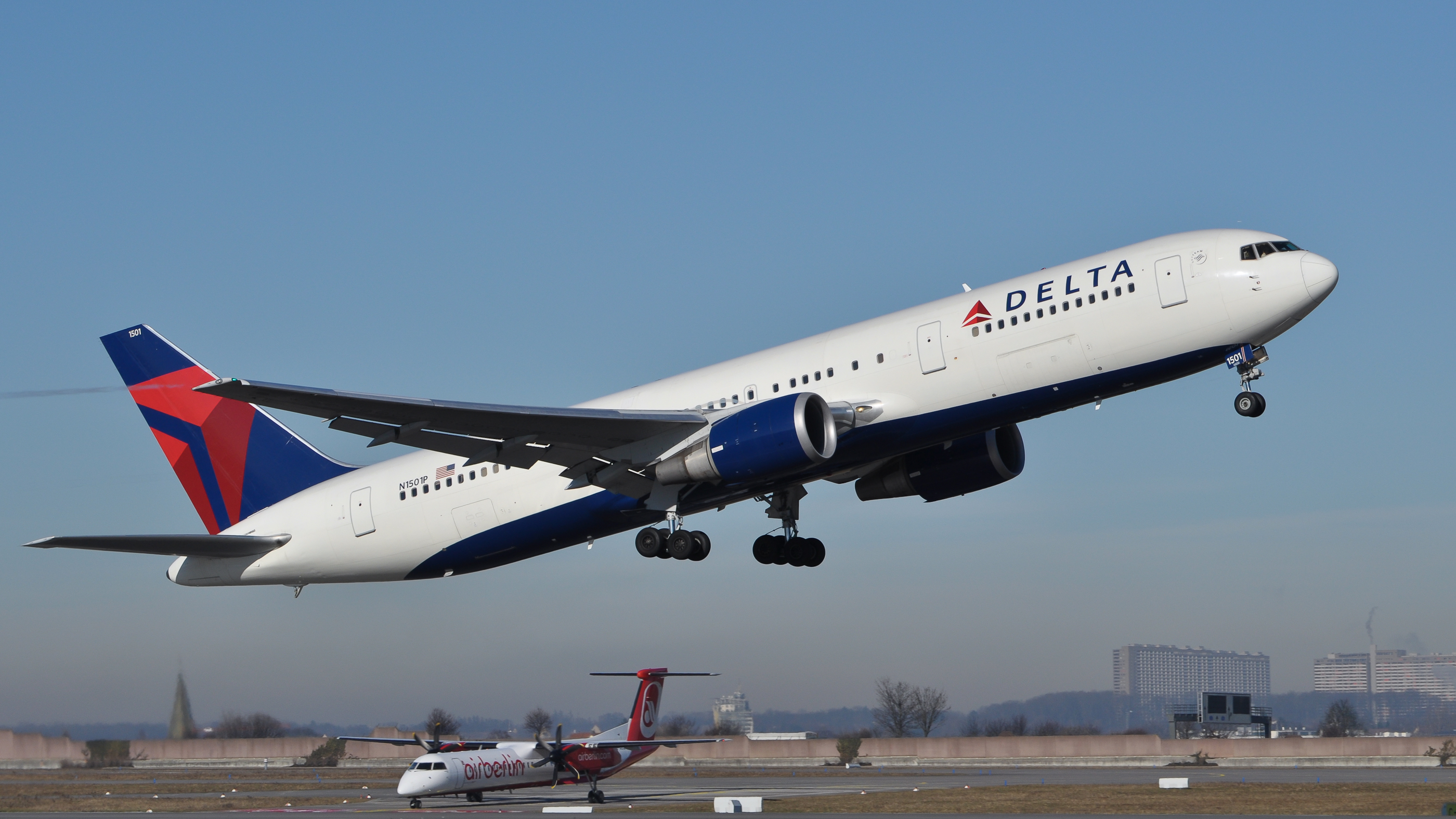 Delta Air Lines submits grant application as it burns cash