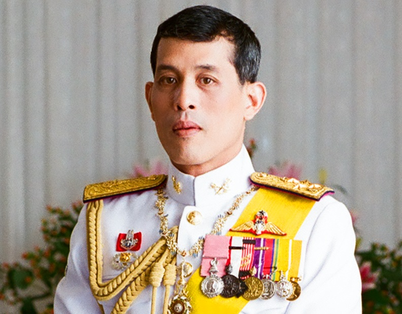 Thai king writes messages of love for nation amid protests