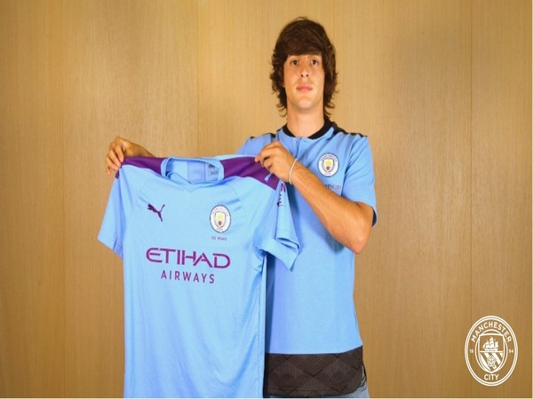 Pablo Moreno signs 4-year contract with Manchester City