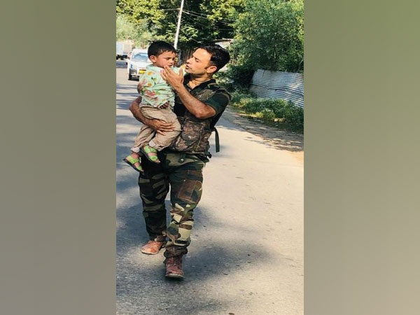Police rescue 3-year-old boy from bullets in J-K's Sopore