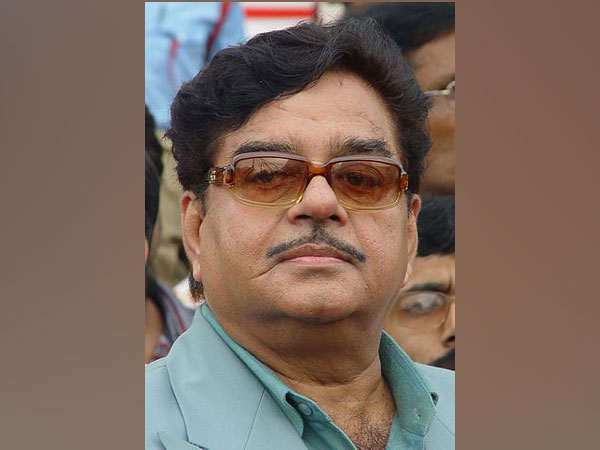 Saluting your untiring selfless efforts: Shatrughan Sinha on National Doctors Day