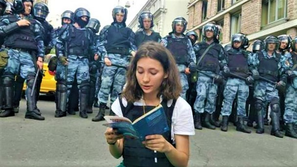 Teenager Olga Misik breaks the internet with her courage during Russia protests
