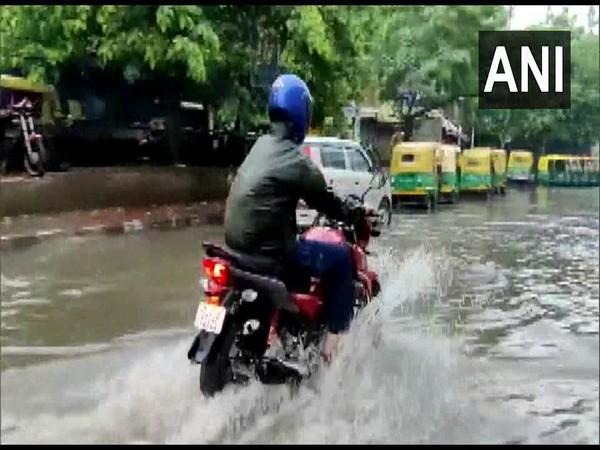 Rains cause waterlogging in Delhi, traffic movement affected