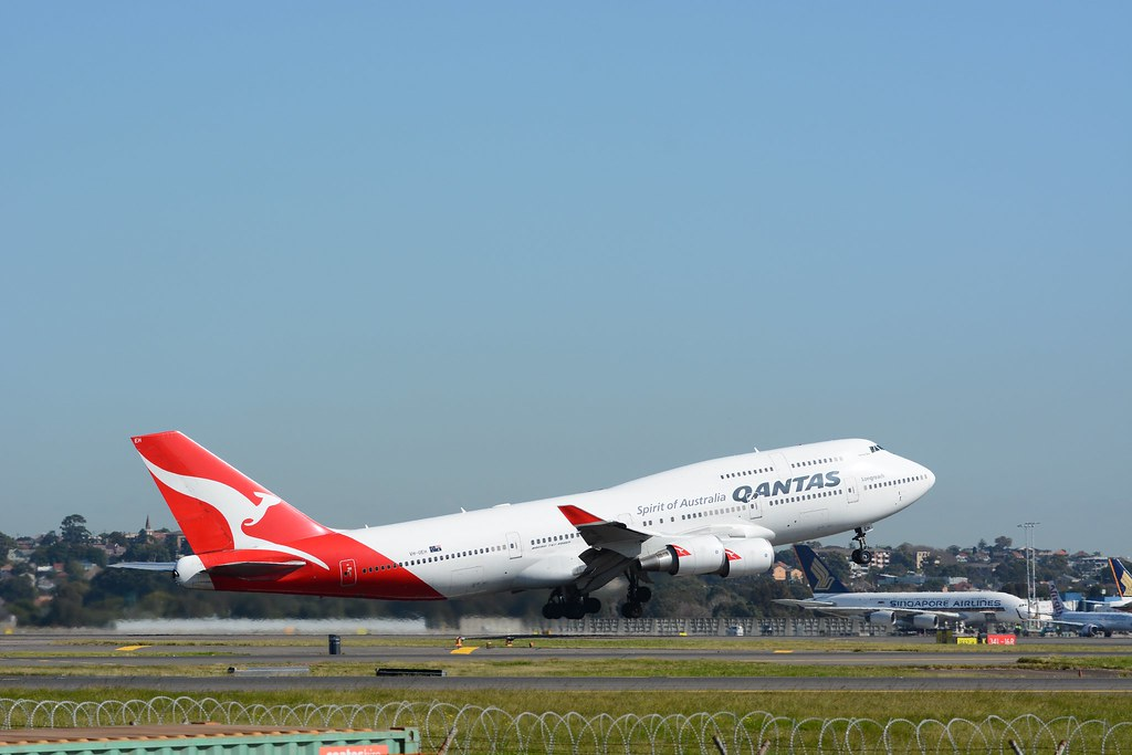 UPDATE 1-Qantas joins IAG in pledge to slash emissions to counter climate change