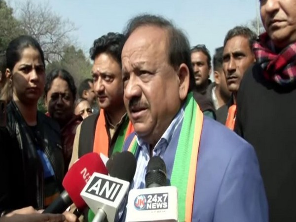2nd person who detected positive for coronavirus in India sat next to first diagnosed patient, says Harsh Vardhan
