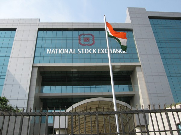 Equity indices up 1 pc, energy and IT stocks gain
