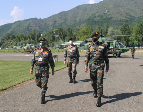 Army Chief visits Kashmir to review prevailing security situation