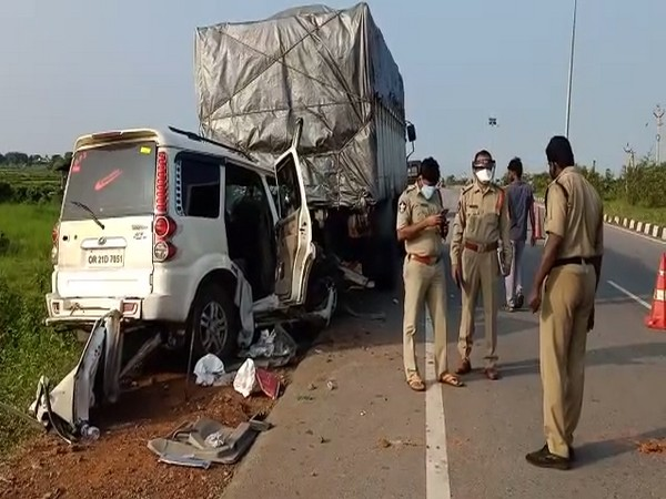 Truck hits bus in Nagpur district, 30 injured
