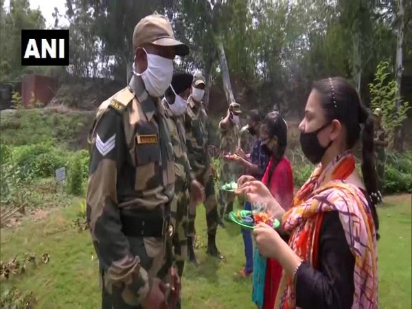 BSF jawans celebrate Rakhi with locals, receive face masks in Jammu