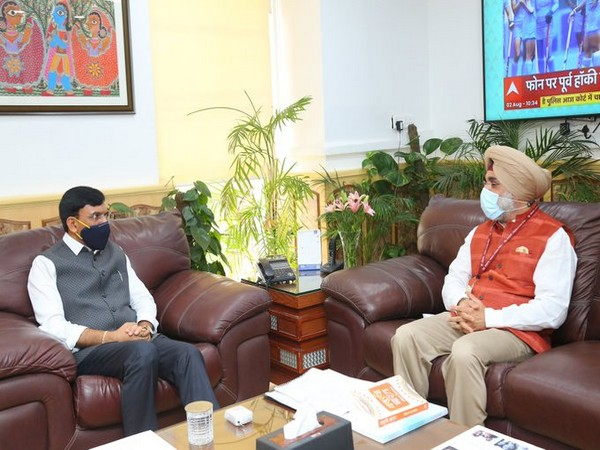 Union Health Minister meets Indian envoy to US, discusses healthcare