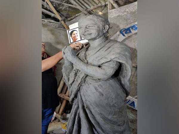 Three committees collaborate to create Durga idol resembling Mamata Banerjee in Kolkata