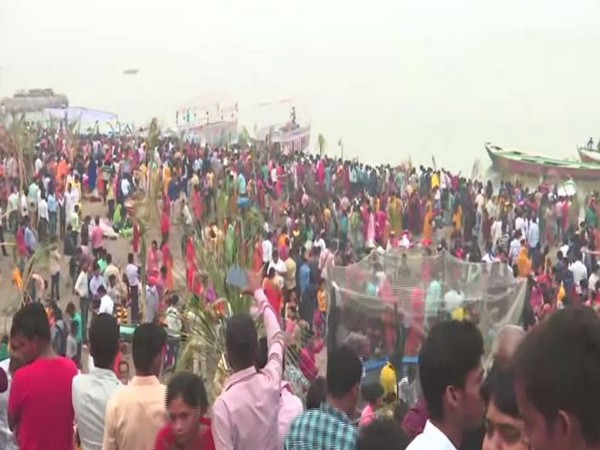 Over 500 Indian-Americans throng Potomac river to celebrate Chhath in US