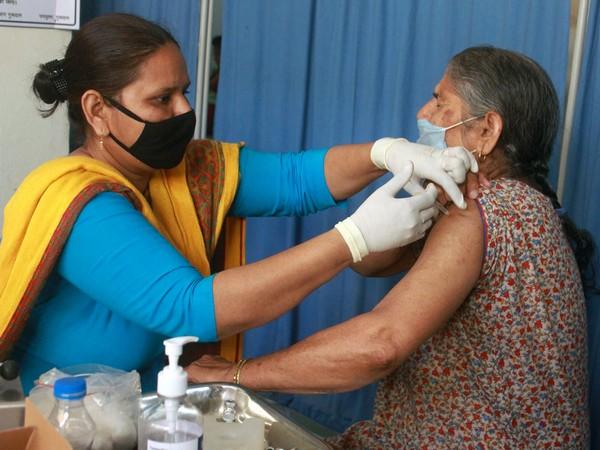 India reports 14,989 fresh COVID-19 cases