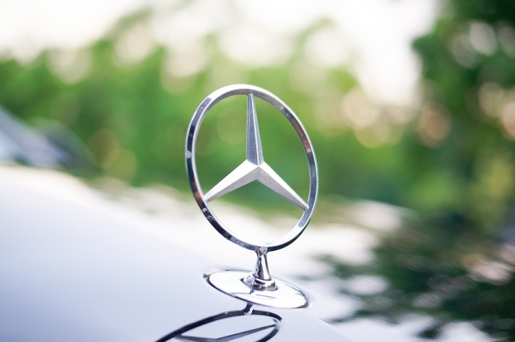 Daimler recalls hundreds of thousands of Mercedes-Benz diesel vehicles