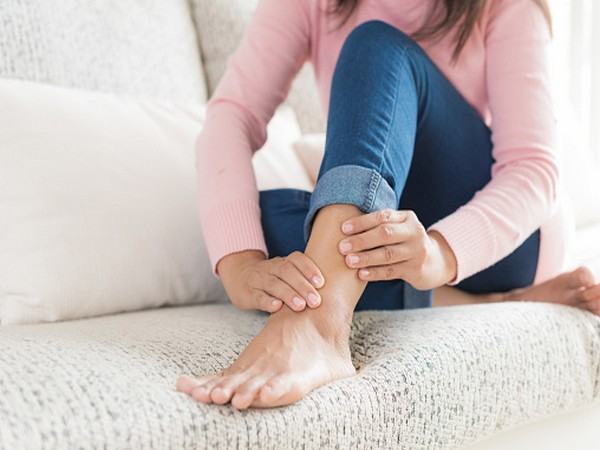 Researchers treat rheumatoid arthritis with implanted cells that release drug