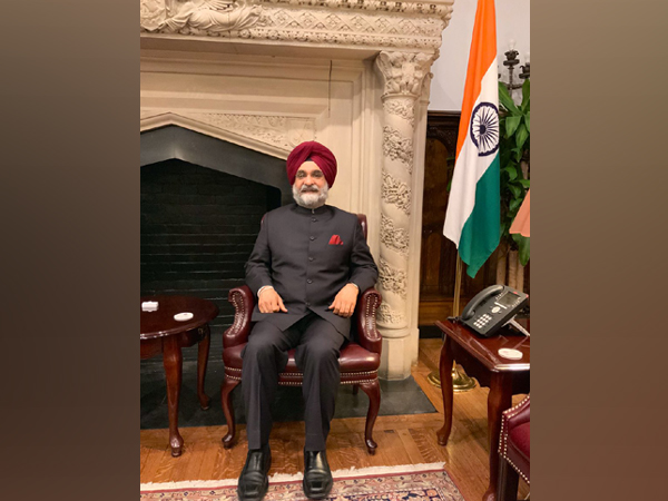 Ambassador Sandhu presents his credentials to President Trump at White House