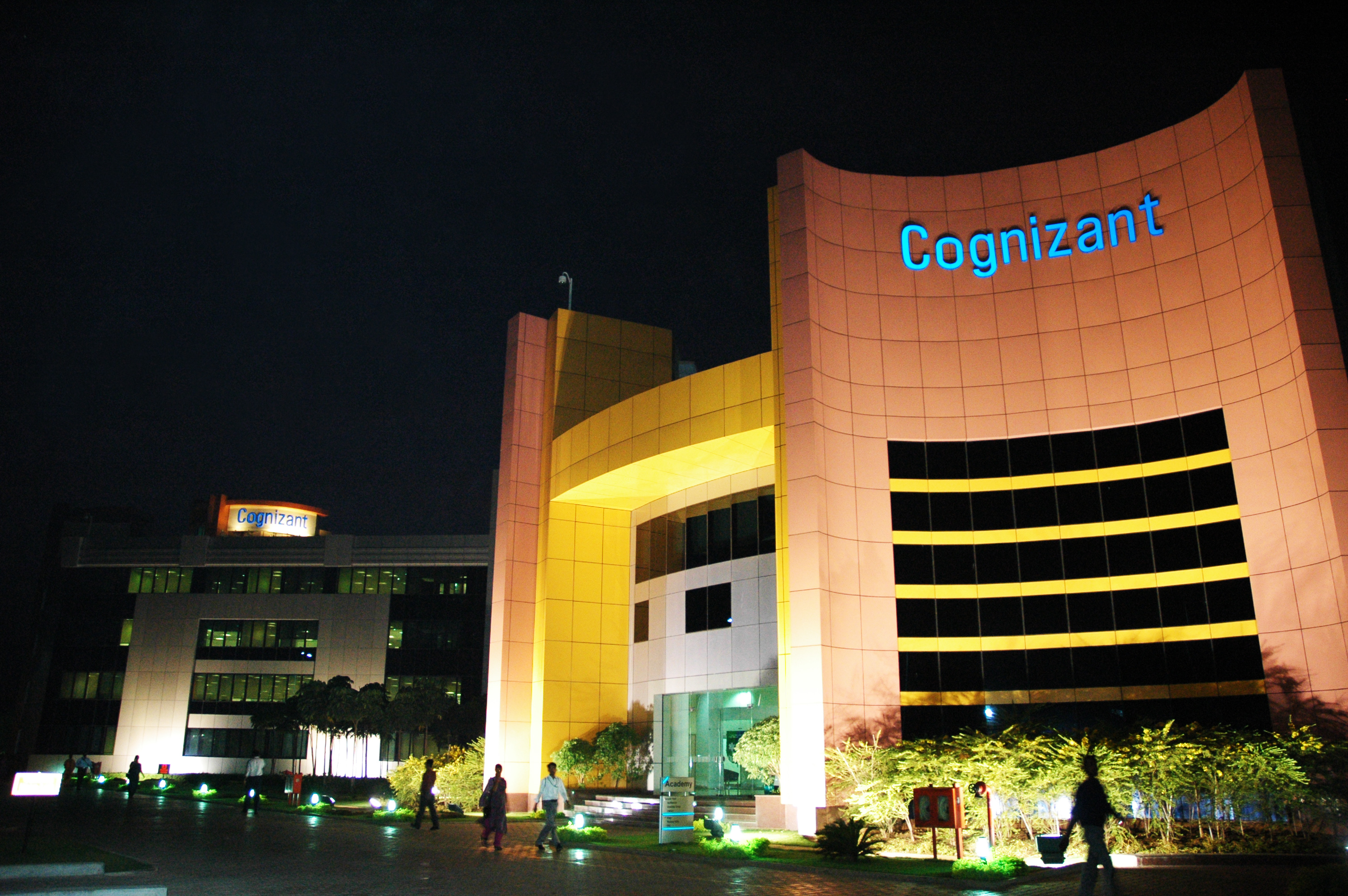 Cognizant Q2 net income up 41.8 pc to USD 512 mn; to hire 1 lakh people this year