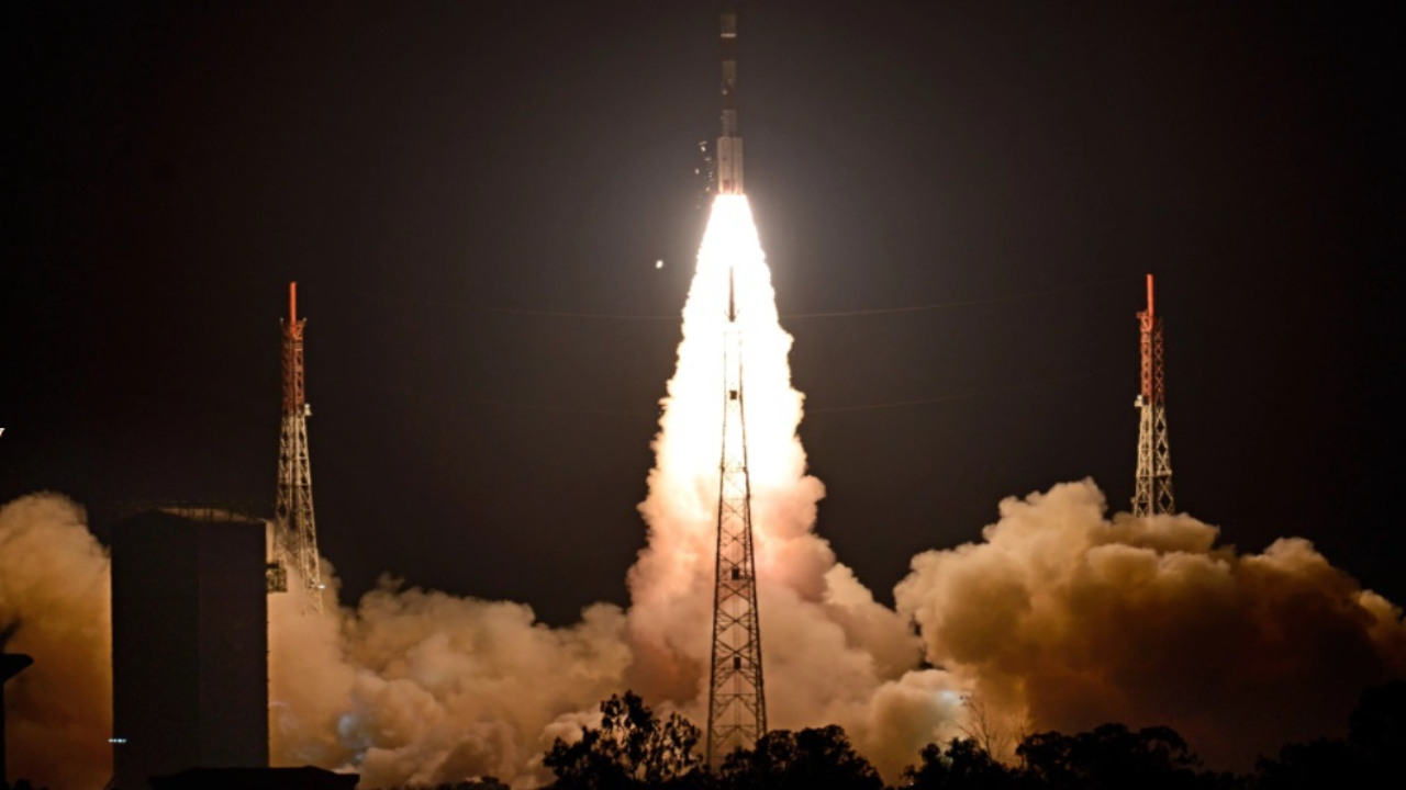 Science News Roundup: Israel's Amos-17 satellite enroute to target orbit after SpaceX launch; reusable booster for satellite launches and more