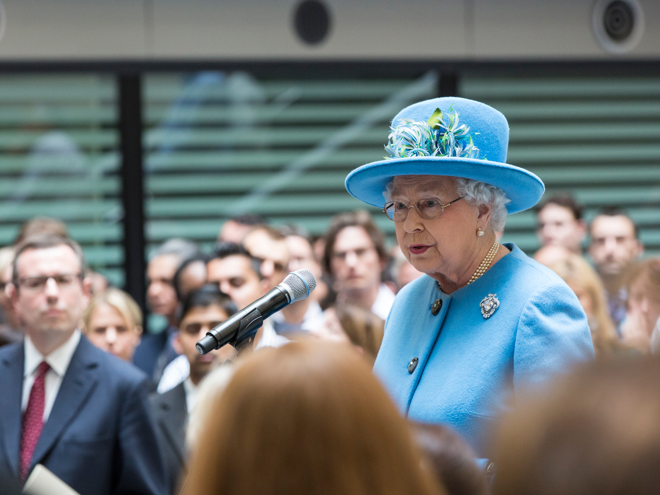Queen delivers message of resolve in special Covid-19 address