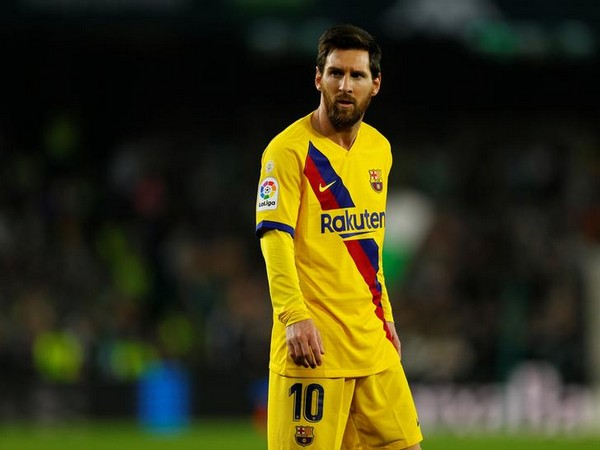 Soccer-Messi wins court case against cycling company over logo