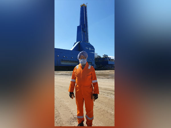 Hardeep Singh Puri visits Sakhalin-I oilfield in Russia