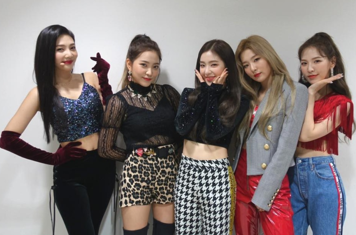 Red Velvet To Rock The Stage Paint Global Arena Red In 2019 Entertainment