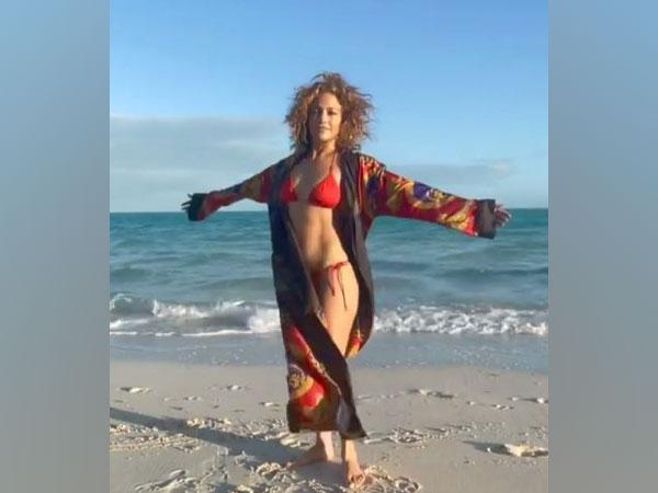 Jennifer Lopez flaunts 'beach body' as she meditates on shore