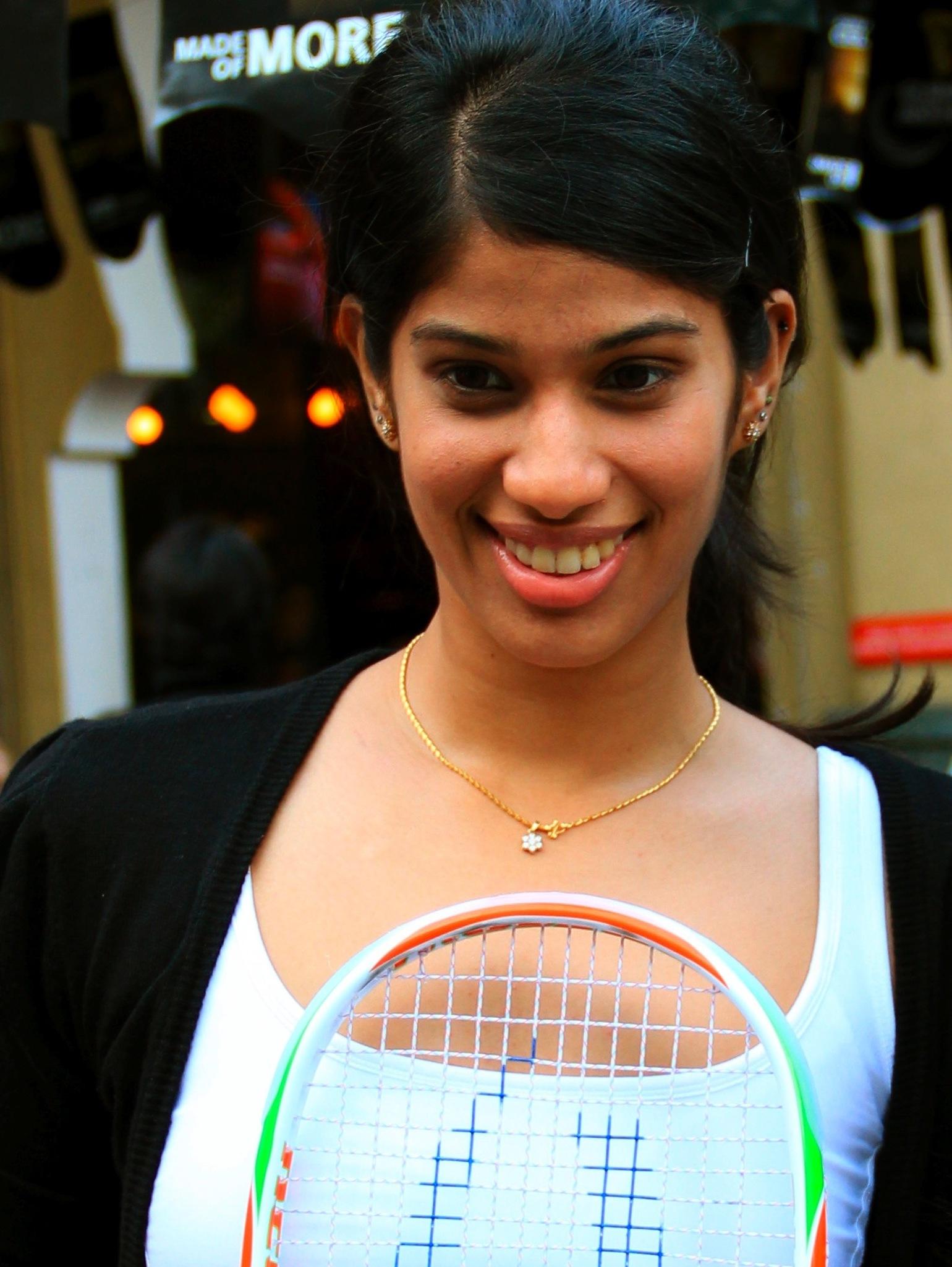 Joshna returns to top-10 of world rankings