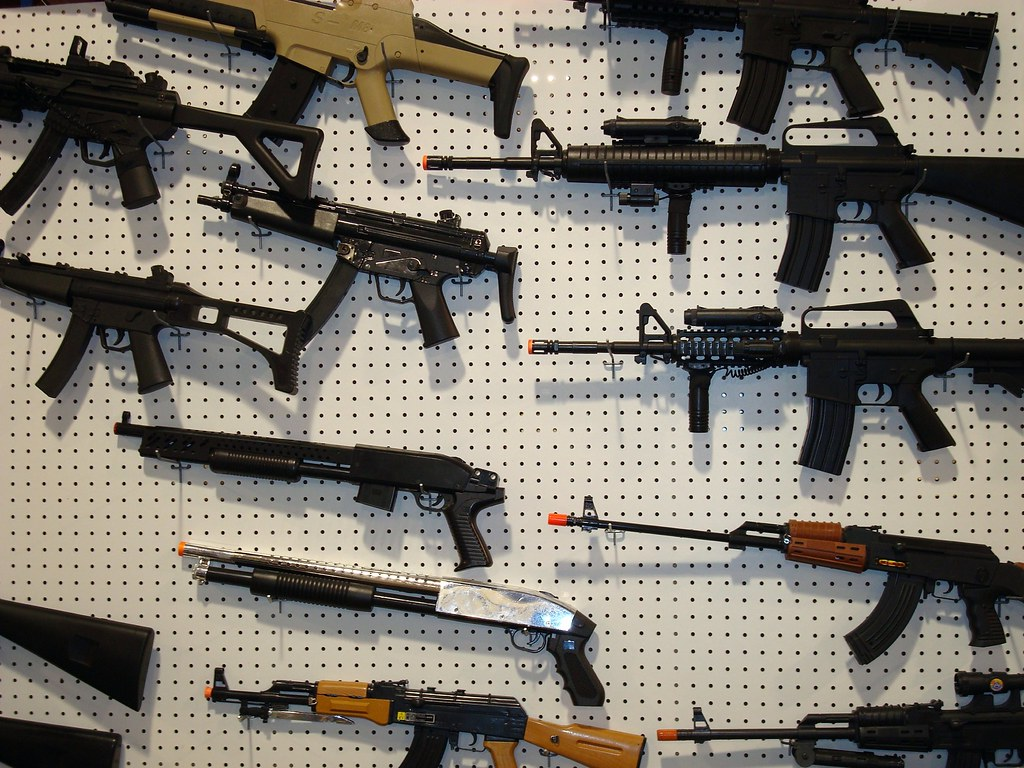 US judge overturns California's ban on assault weapons