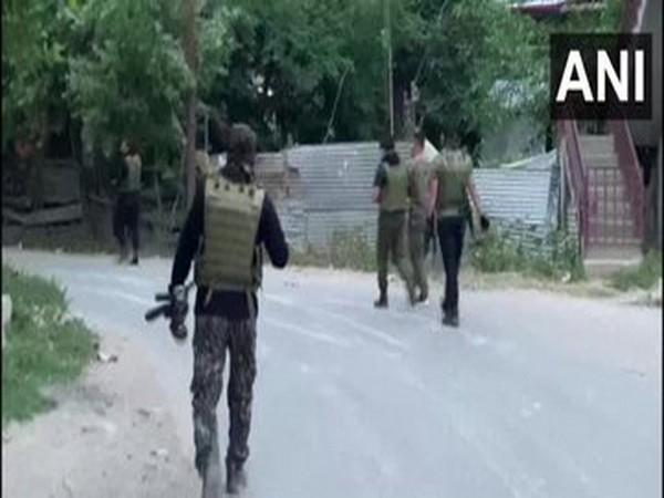 Indian police clamp curbs on media coverage of Kashmir gunbattles