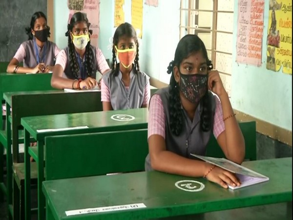 Tamil Nadu School Education Minister confers awards on 13 teachers