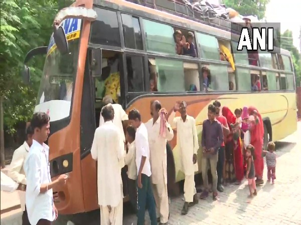 98 Pakistani nationals return after being stranded in India for over a year due to COVID-19 restrictions