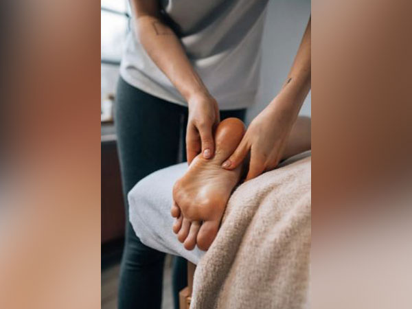 Researchers develop new rheumatoid arthritis therapy with implanted cells that release drug