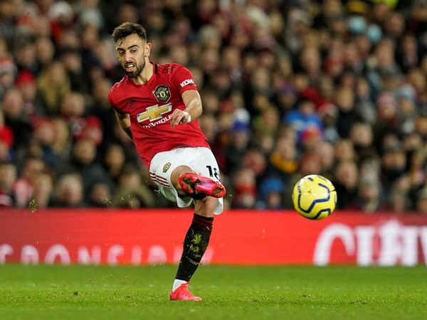 Fernandes misses late penalty as United loses 1-0 to Villa