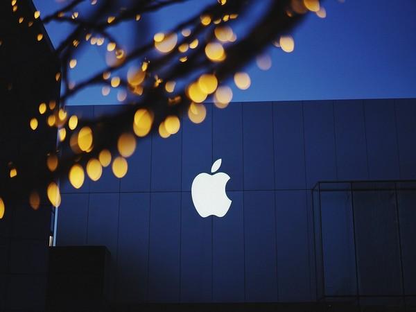 Apple postpones office return to at least January - Bloomberg News