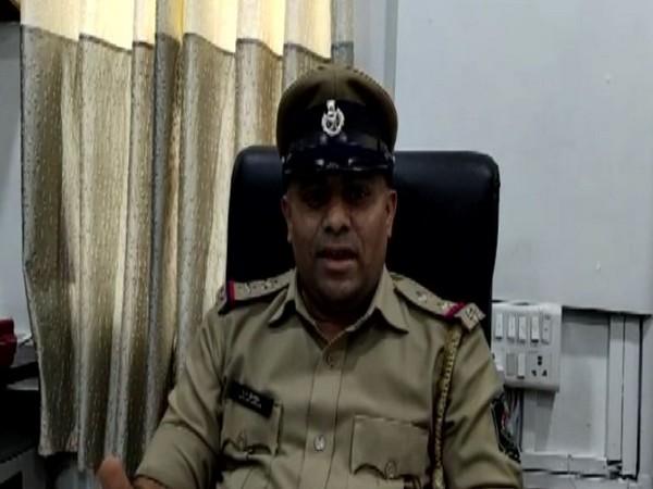 9 held for duping teacher of his money in Gujarat's Vadodara