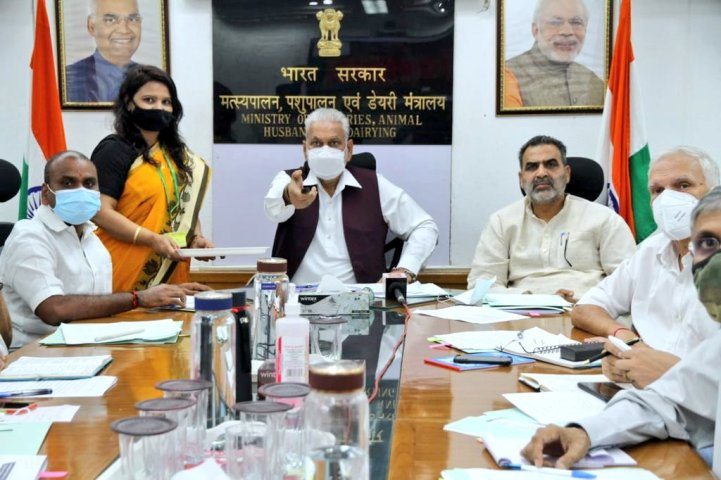 Parshottam Rupala highlights Special Livestock Sector Packageto State Ministers