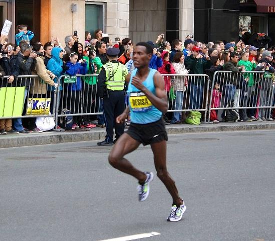 Desisa ends 18-year hiatus for Ethiopians to take marathon world gold