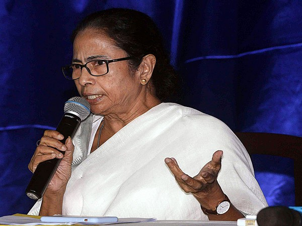 "WB Guv says police ""politicised"", Mamata says some people are maligning police for pol gains"