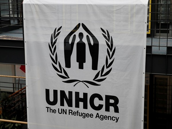 """Flow of Afghans crossing into Pakistan, Iran remains """"small"""" - U.N. refugee agency"""