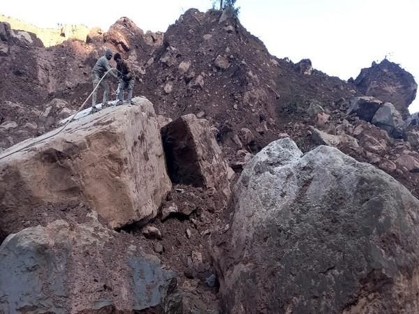 Restoration work underway at Jammu-Srinagar NH following landslide