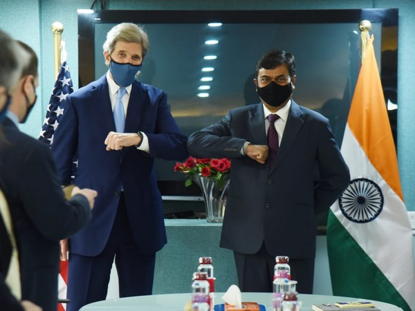 MoS RK Singh meets John Kerry, discusses energy transition and emission reduction