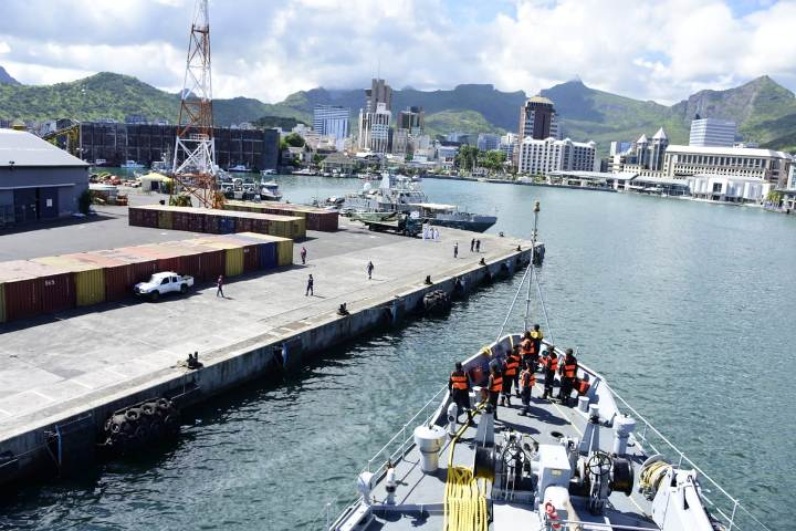 INS Sarvekshak visits Mauritius for undertaking joint hydrographic surveys