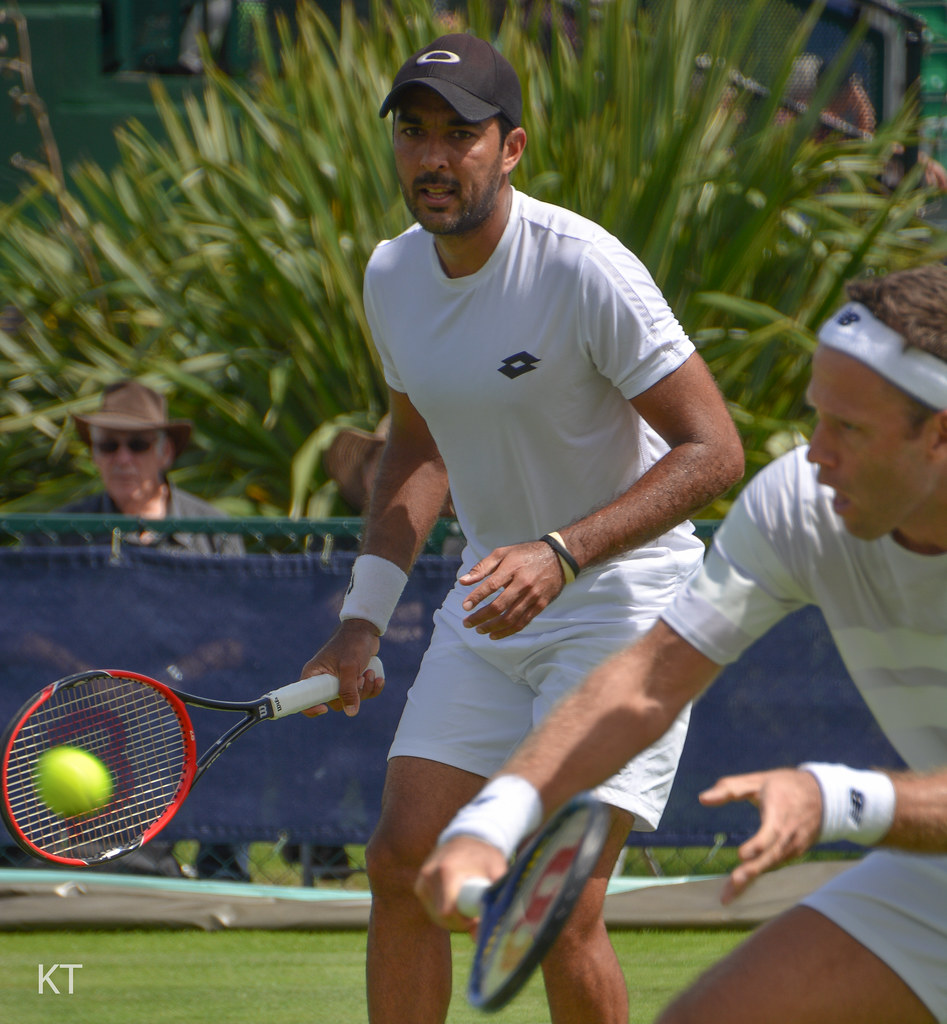 Twin set: Pakistan's Qureshi hopes sister act can lead to Wimbledon victory