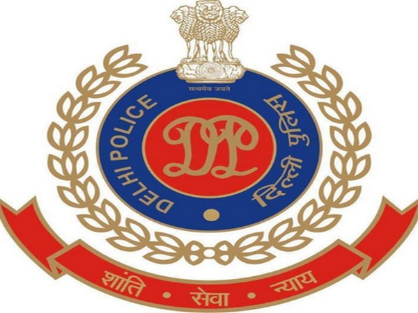2 Delhi Police constables held, booked for extortion
