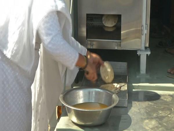 Roti on Wheels- Rajkot's innovative way to feed hot meals to the hungry