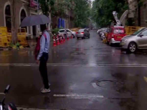 Rain lashes parts of Mumbai, weather dept predicts moderate rain for 2 days