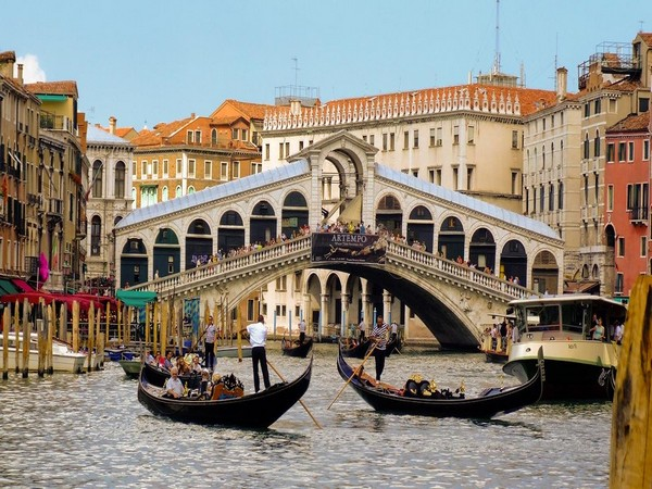 Visiting Venice? Beware of fine for sitting at undesignated spots