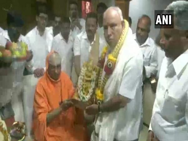 Karnataka: Yediyurappa meets Shivarathri Deshikendra Mahaswamiji on Dussehra in Mysuru